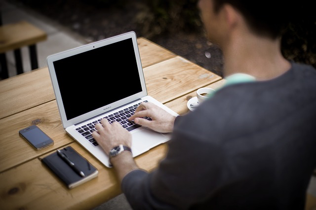 Image of person creating a blog article for SEO